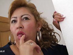 Free porn loves Paris Hilton gets pussy sucked